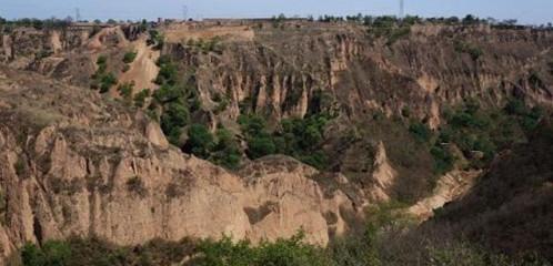 黄土高原上的小崆峒地质公园