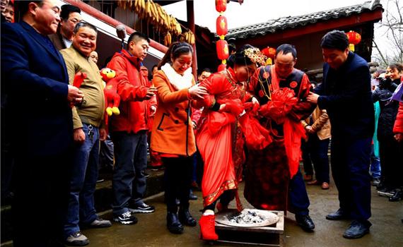 陇南康县女娶男嫁 成为中国婚嫁习俗的一朵奇葩