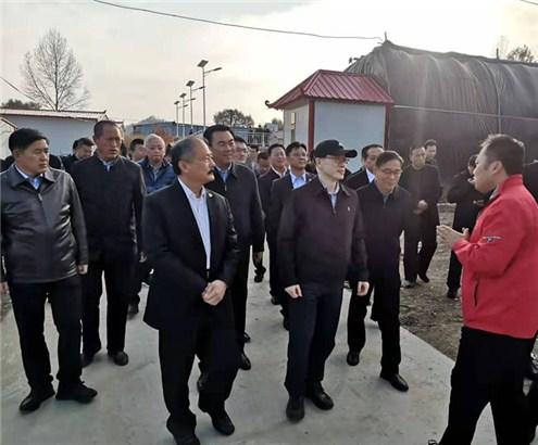 刘结一在红星村参观台商投资建设的农业大棚_副本.jpg