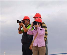 """""""镜观两岸之一带一路看甘肃""""台湾摄影大咖走进风力发电公司"""